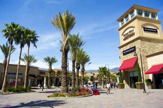 desert hills premium outlets review